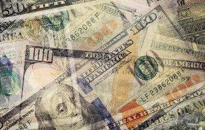 お金が透けている画像