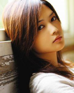 女性シンガーソングライターYUI