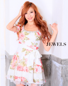 ピンクと白の花柄ワンピースドレス
