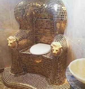 金のトイレ